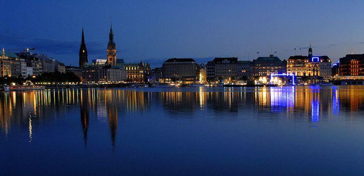 Hambourg - vue nocturne du port