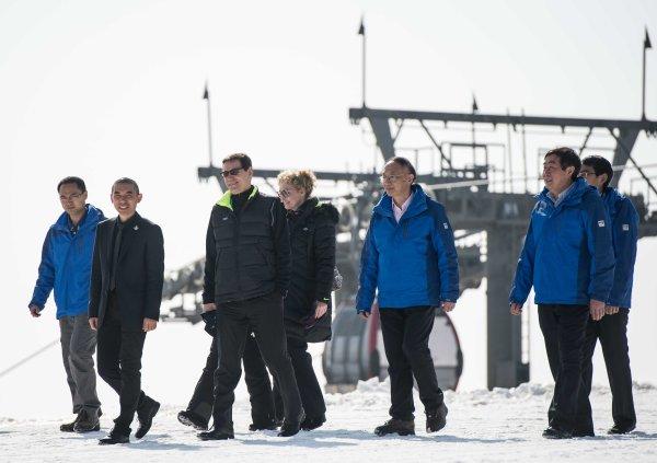 En mars 2015, visite de la Commission d'évaluation du CIO à Zhangjiakou, site prévu par Pékin 2022 pour les épreuves de neige (Crédits - Pékin 2022)