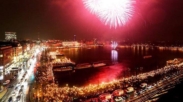 Hambourg - rassemblement populaire et feu d'artifice