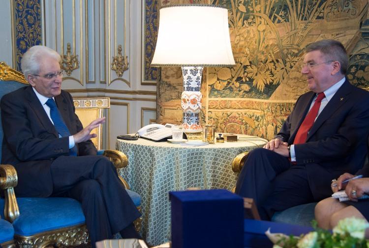Réception de Thomas Bach (à droite) par le Président de la République, Sergio Mattarella (à gauche) (Crédits - Paolo Giandotti - Ufficio per la Stampa e la Comunicazione della Presidenza della Repubblica)