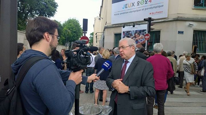 Le Président du Conseil Régional, Jean-Paul Huchon, lors de la présentation de l'exposition murale, Ambition Olympique et Paralympique, le 23 juin 2015 (Crédits - Sport & Société)