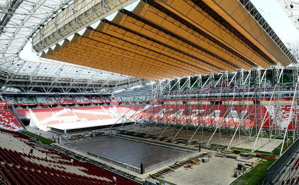 Vue intérieure des travaux d'aménagement du bassin de l'Arena Stadium, début juin 2015 (Crédits - Kazan 2015)