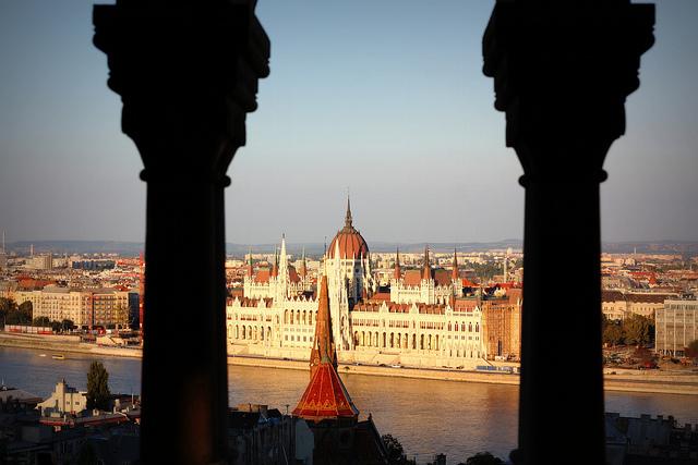 Vue du Parlement de Hongrie en 2013 (Crédits - Andreas Lehner / Flickr)
