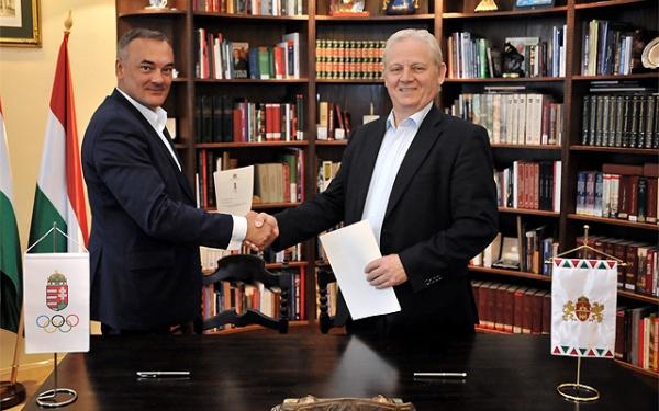 De gauche à droite, Zsolt Borkai, Président du Comité Olympique de Hongrie et Istvan Tarlós, Maire de Budapest (Crédits - Majtényi Mihály / Ville de Budapest)