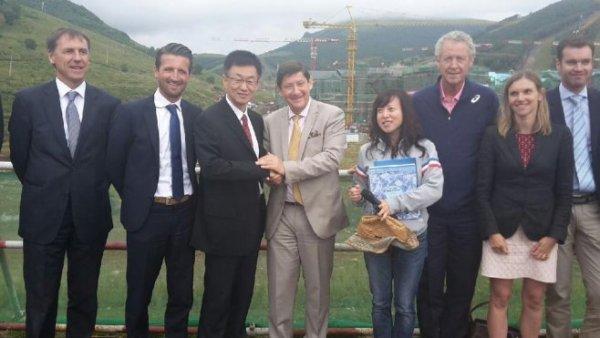 Patrick Kanner, lors de sa visite à Zhangjiakou (Crédits - SportsGouv.fr)