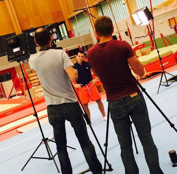 Tournage d'un clip vidéo en présence de Samir Aït Saïd (Crédits - Instagram / Edgar Boulet, membre de l'équipe de France de gymnastique)