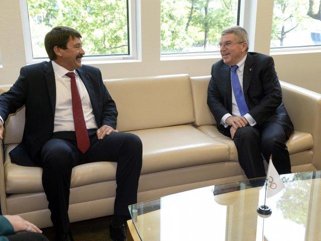 Le Président de la République de Hongrie et le Président du CIO (Crédits - MTI/Bruzák Noémi)
