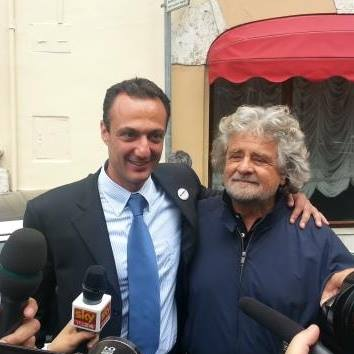 Marcello De Vito et Beppe Grillo, leader du Mouvement 5 étoiles en Italie (Crédits - Page officielle Facebook)