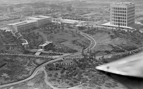 Vue du quartier, et notamment du Palais de la Civilisation Italienne, en 1940 (Crédits - Archives historiques / EUR Spa)