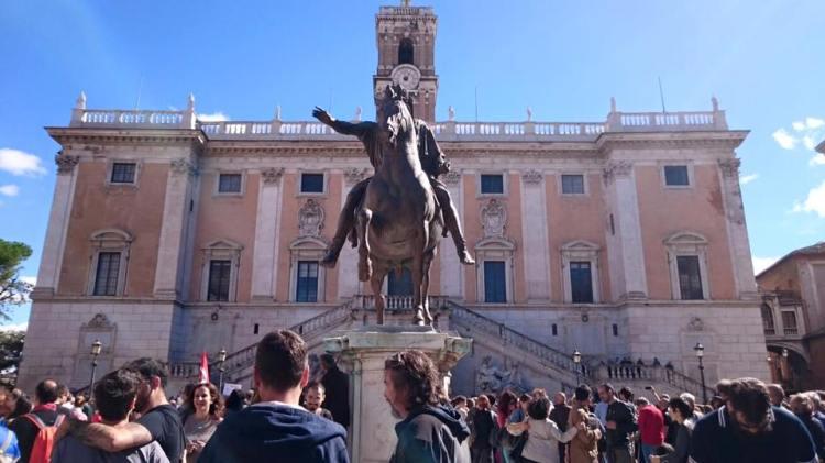Parvis du Capitole (Crédits - Page officielle Facebook / Ignazio Marino)