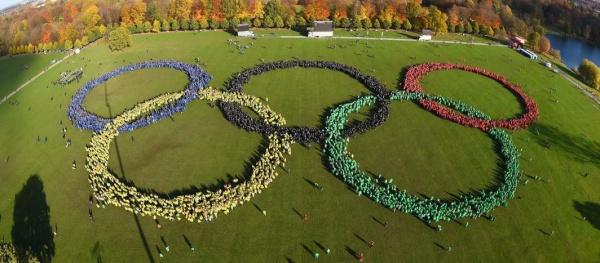 Composition des anneaux olympiques par 17 000 personnes, le 08 novembre 2015 (Crédits - Hamburg 2024)