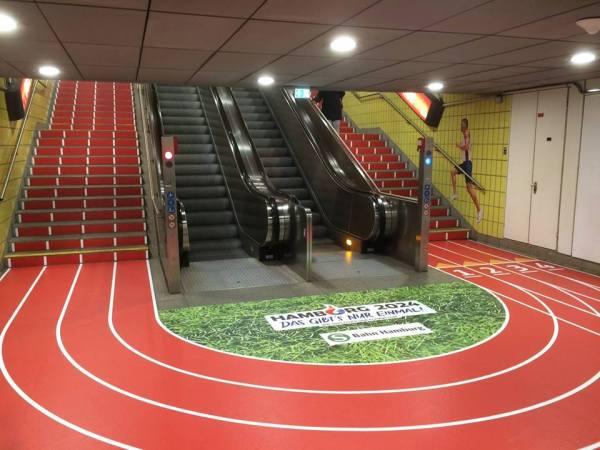 Les escaliers aux couleurs de la candidature (Crédits - Feuer und Flamme für Hamburg 2024)