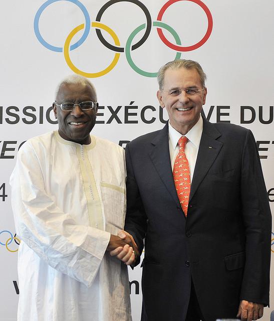 Lamine Diack et Jacques Rogge, ancien Président du CIO, lors d'une réunion conjointe entre le CIO et l'IAAF à Berlin, le 14 Août 2009 (Crédits - CIO / R. Juilliart)