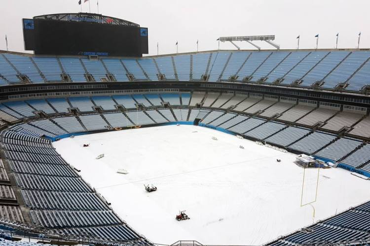 Vue du Bank of America Stadium enneigé, le 22 janvier 2016 (Crédits - Carolina Panthers)