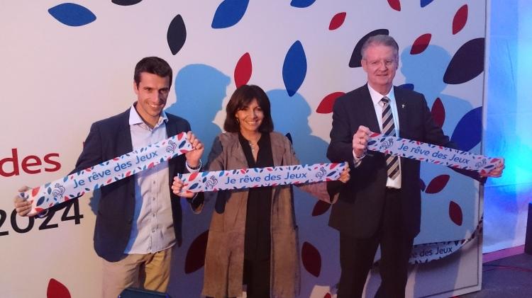 """De gauche à droite, Tony Estanguet, Anne Hidalgo et Bernard Lapasset, lors de la soirée """"Je rêve des Jeux"""", le 25 septembre 2015 (Crédits - Sport & Société)"""