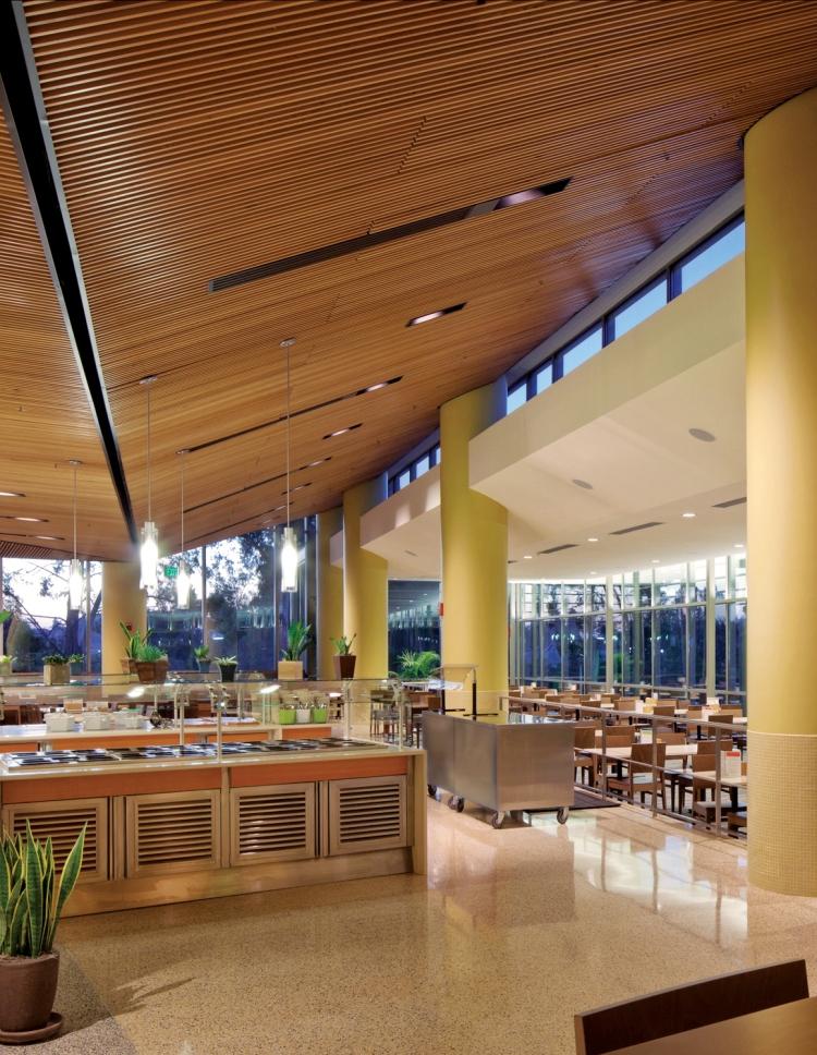 Vue intérieure de l'un des restaurants universitaires de l'UCLA (Crédits - LA 2024)