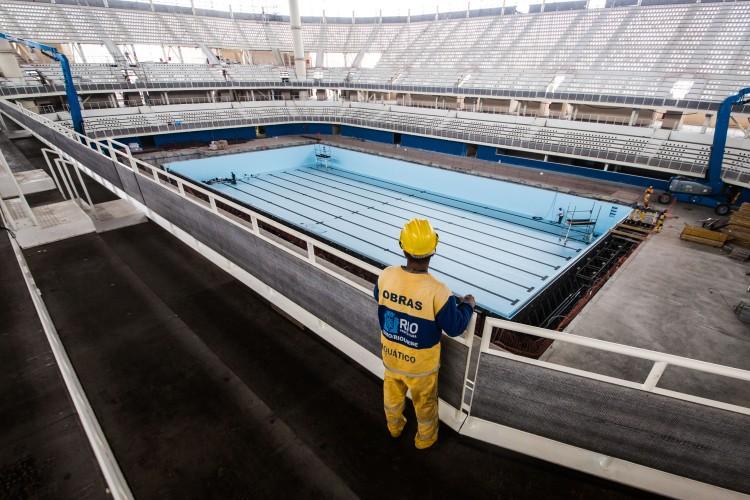 Vue intérieure du chantier du Centre Aquatique de Rio 2016 (Crédits - Prefeitura do Rio / Renato Sette Camara)