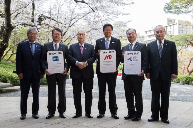 Responsables de Tokyo 2020 et dirigeants des trois agences de voyages ont célébré les nouveaux partenariats (Crédits - Tokyo 2020)
