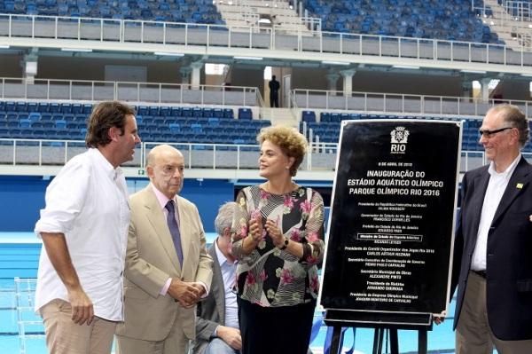 De gauche à droite, Eduardo Paes, Maire de Rio de Janeiro ; Francisco Dornelles, Gouverneur de Rio ; Dilma Rousseff, Présidente du Brésil et Carlos Nuzman, Président du Comité d'Organisation des JO 2016 (Crédits - Prefeitura do Rio / Renato Sette Camara)