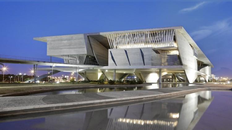 Vue extérieure de la Cité des Arts de Rio de Janeiro (Crédits - Christian de Portzamparc)