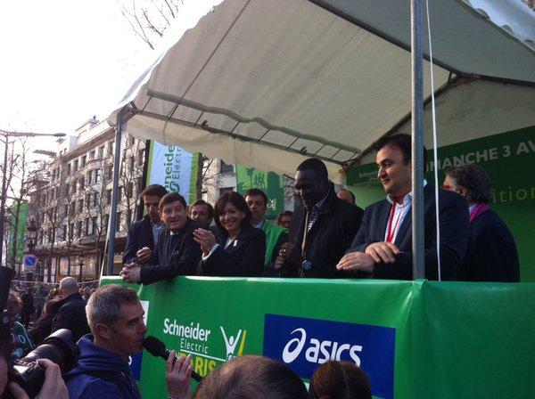 Jean-François Martins (à droite) était notamment accompagné de la Maire de Paris, Anne Hidalgo ; du Ministre de la Ville, de la Jeunesse et des Sports, Patrick Kanner ; et de Tony Estanguet, coprésident de Paris 2024 (Crédits - Twitter officiel de Jean-François Martins)