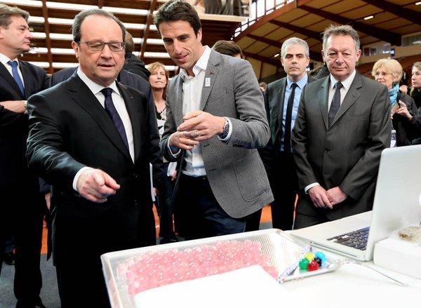 Le Président de la République, François Hollande, en compagnie de Tony Estanguet, coprésident de Paris 2024, et Thierry Braillard, lors d'une visite à l'INSEP, le 29 mars 2016 (Crédits - Paris 2024)