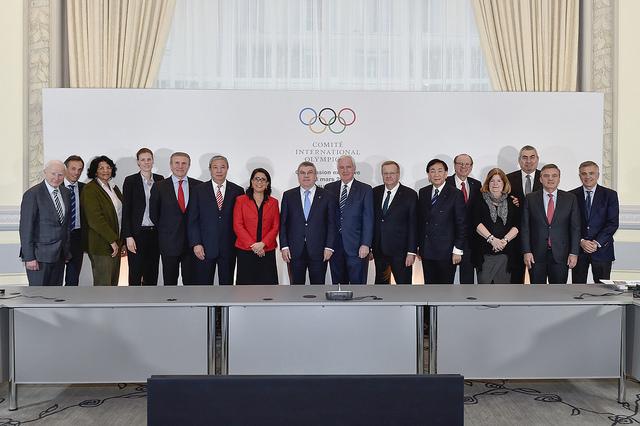 La Commission exécutive du CIO après une réunion, le 1er mars 2016 (Crédits - IOC / C.Moratal)