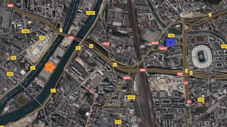Le Centre Aquatique de Saint-Denis (étoile bleue) sera situé à proximité du Stade de France et non loin du Village des Athlètes (étoile orange)