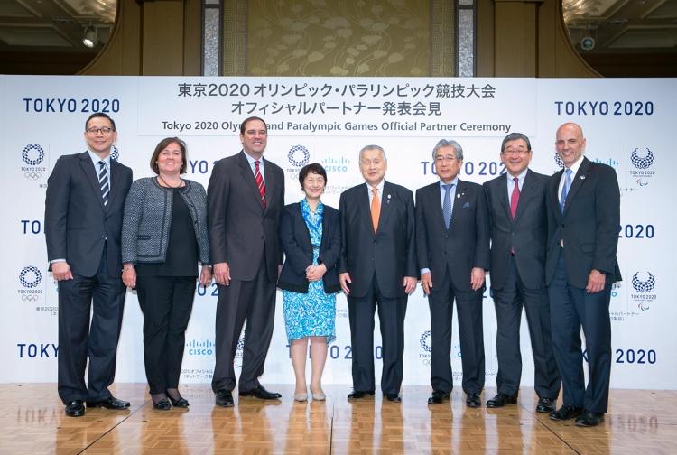 """Responsables de l'entreprise """"Cisco"""" et du Comité de Candidature des JO 2020 (Crédits - Tokyo 2020)"""