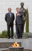 Le Président de la République, François Hollande, avec le Président du CIO, Thomas Bach, lors d'une rencontre en avril 2015 (Crédits - CIO / Ian Jones)