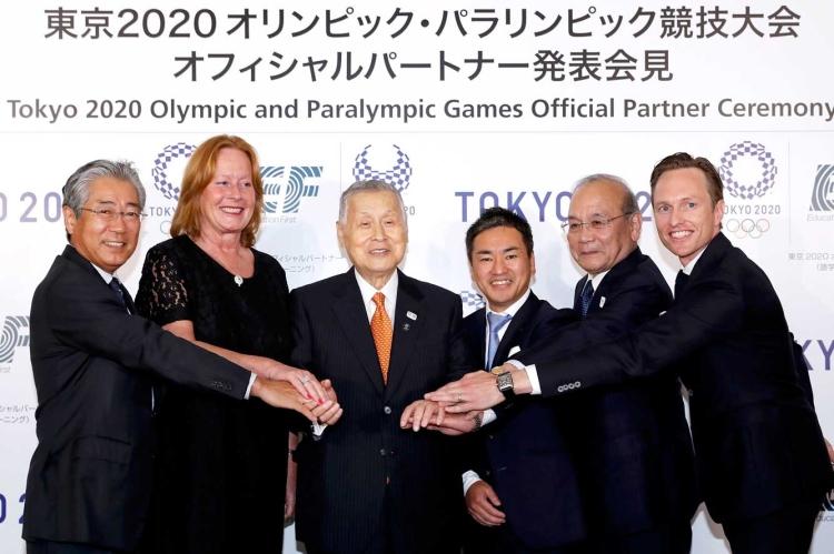 Les responsables de Tokyo 2020 et les dirigeants de l'entreprise Education First Japan (Crédits - Tokyo 2020)