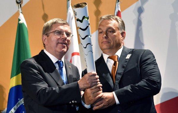Thomas Bach, Président du CIO, et Viktor Orbán, Premier Ministre de la Hongrie (Crédits - MTI / Page Twitter de Balázs Fürjes)
