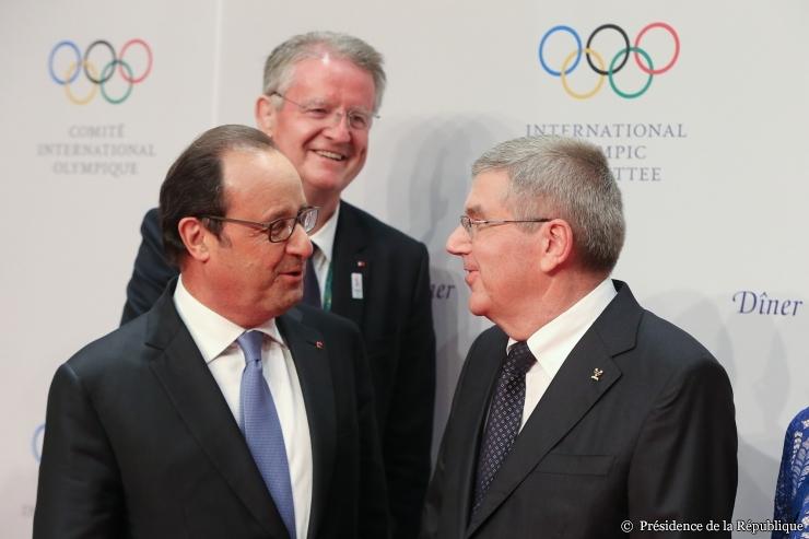 François Hollande, Président de la République ; Bernard Lapasset, coprésident de Paris 2024 ; et Thomas Bach, Président du CIO (Crédits - Présidence de la République)