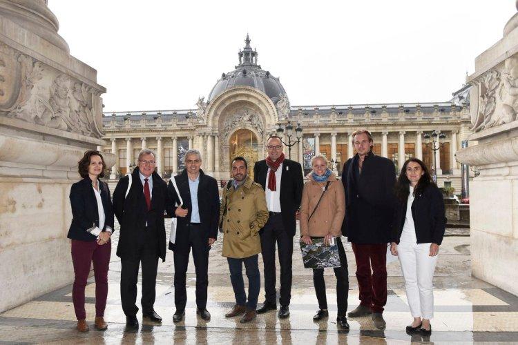 Entourant Jean-Philippe Gatien, les représentants de la FI d'escrime en visite à Paris (Crédits - Jean-Philippe Gatien)