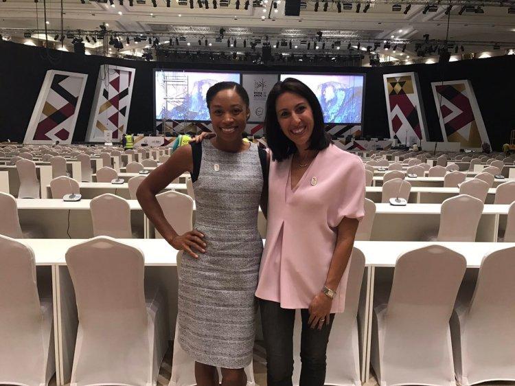 Allyson Felix et Janet Evans dans la salle de conventions du Sheraton à Doha (Crédits - LA 2024 / Janet Evans)