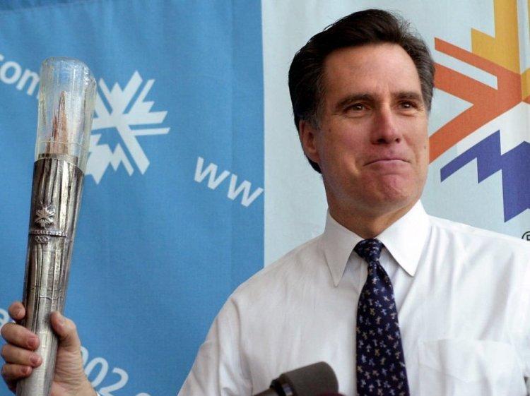 Mitt Romney, lors d'une conférence de presse en février 2001 (Douglas C. Pizac / AP)