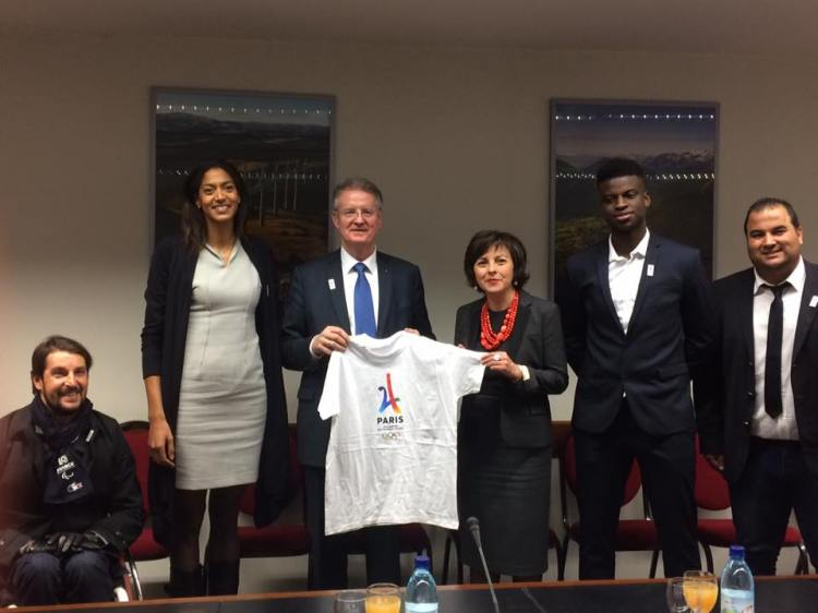De gauche à droite, Emmeline Ndongue, Bernard Lapasset, Carole Delga, Yoann Miangué et Kamel Chibli (Crédits - Carole Delga / Page Facebook)
