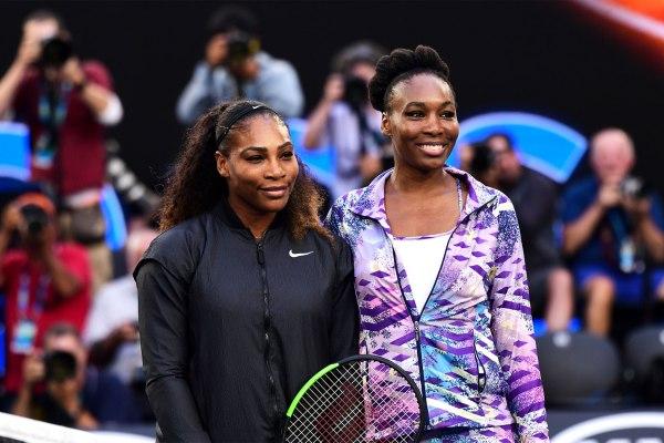Serena et Vénus Williams sur le court de la Rod Laver Arena, le 28 janvier 2017 (Crédits - Ben Solomon / Tennis Australia)