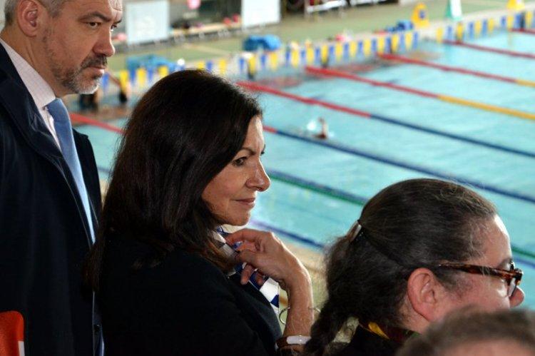 Anne Hidalgo est notamment accompagnée par Etienne Thobois, Directeur Général de Paris 2024 (Crédits - Anne Hidalgo / Page Twitter)